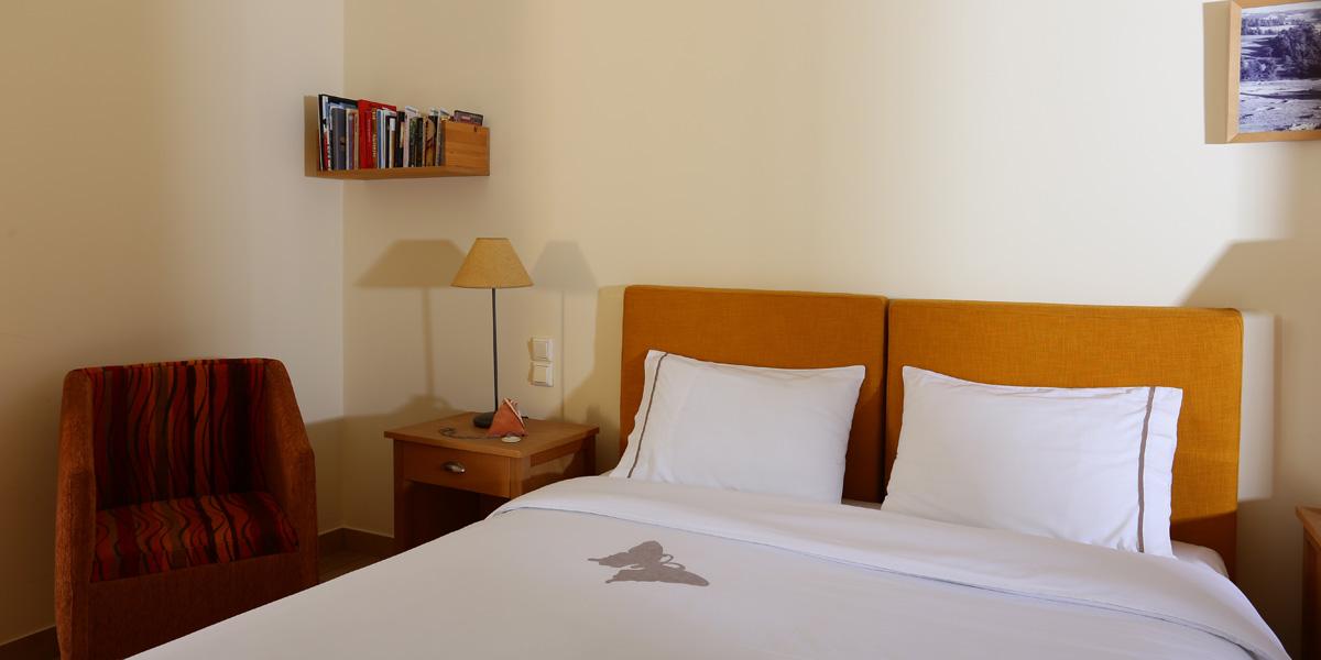 Δωμάτιο με διπλό κρεβάτι στο ισόγειο