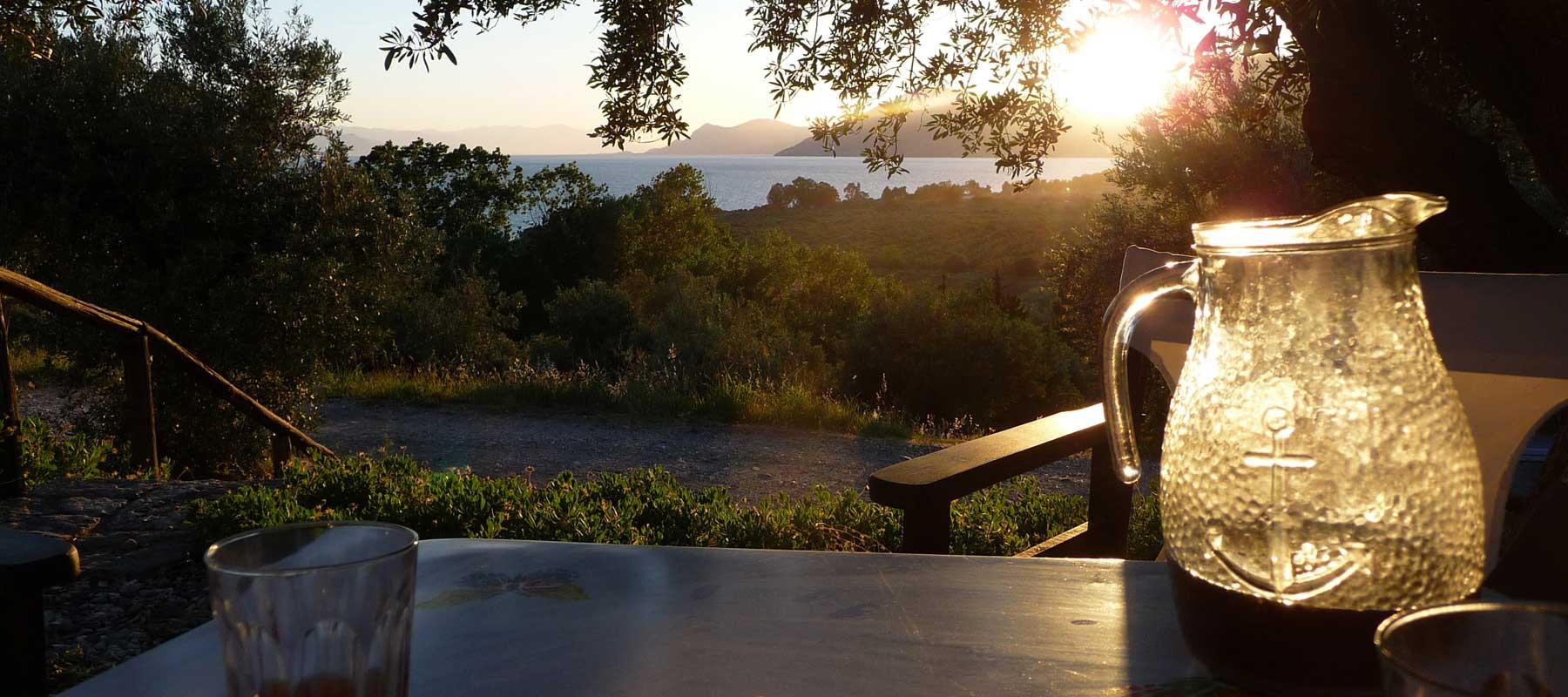 Genießen Sie den malerischen Sonnenuntergang, entspannen Sie unter dem klaren Sternenhimmel bei einem guten Buch